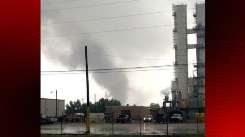 Large fire at oil refinery in Convent