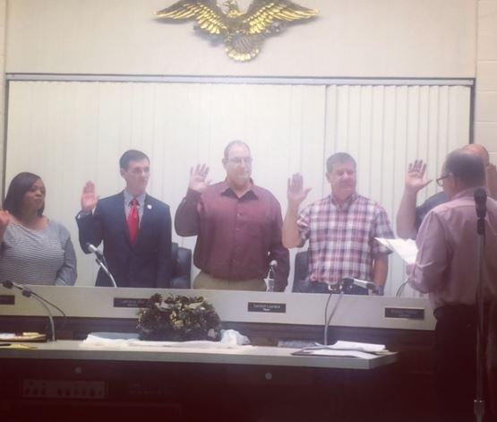 Alderman Perry, second from left, taking the oath of office in December 2016