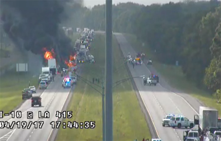 Crash on I-10 shows fiery crash that closed the roadway / DOTD