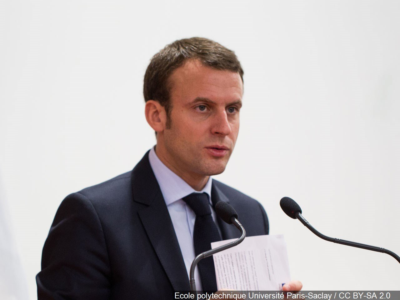 Macron, Le Pen lead first round of French presidential election