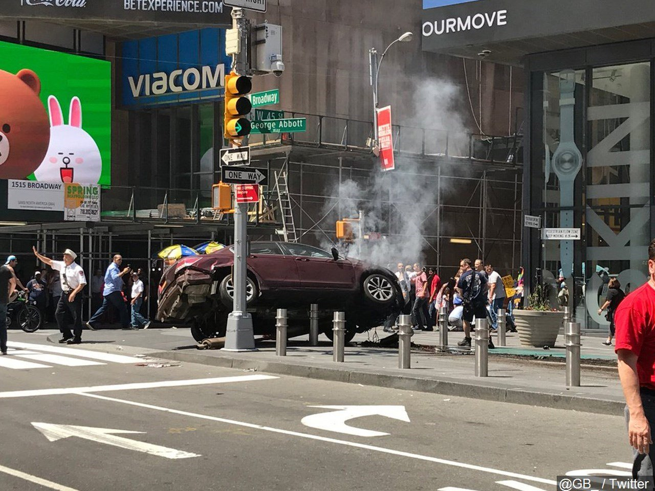 Car hits pedestrians in Time Square / Courtesy of MGN Online