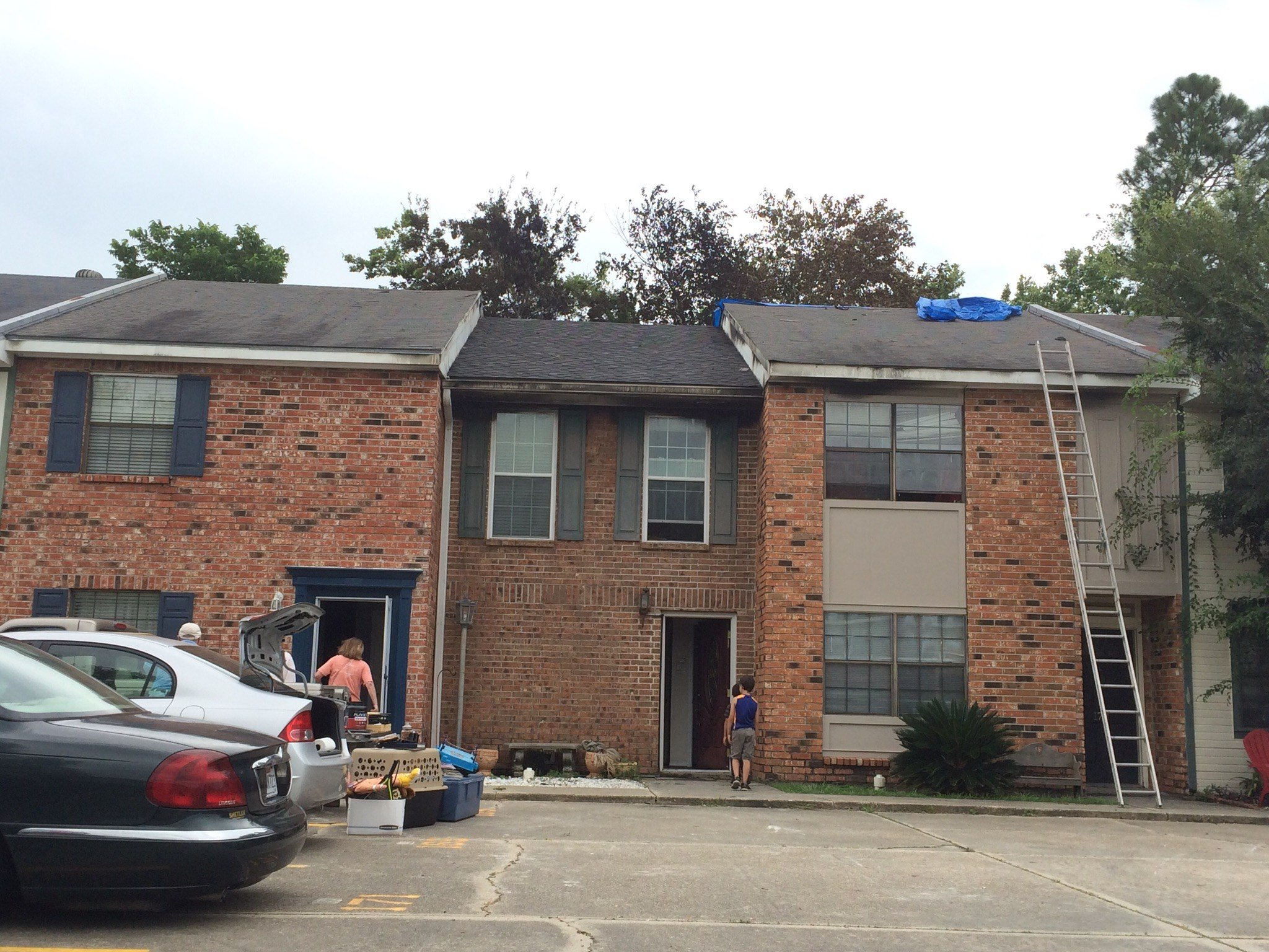 Six families displaced after Lafayette apartment fire