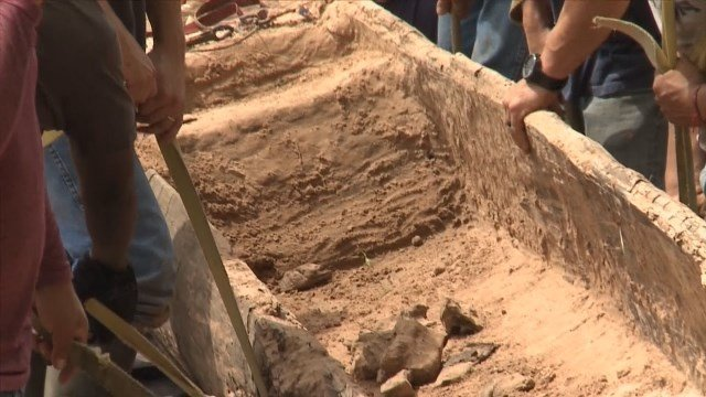 Archaeologists find prehistoric canoe in north Louisiana / Courtesy: CNN Newsource