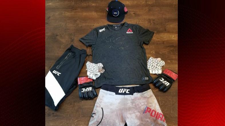 Poirier's fight kit going to auction for family of Michael Middlebrook / Dustin Poirier