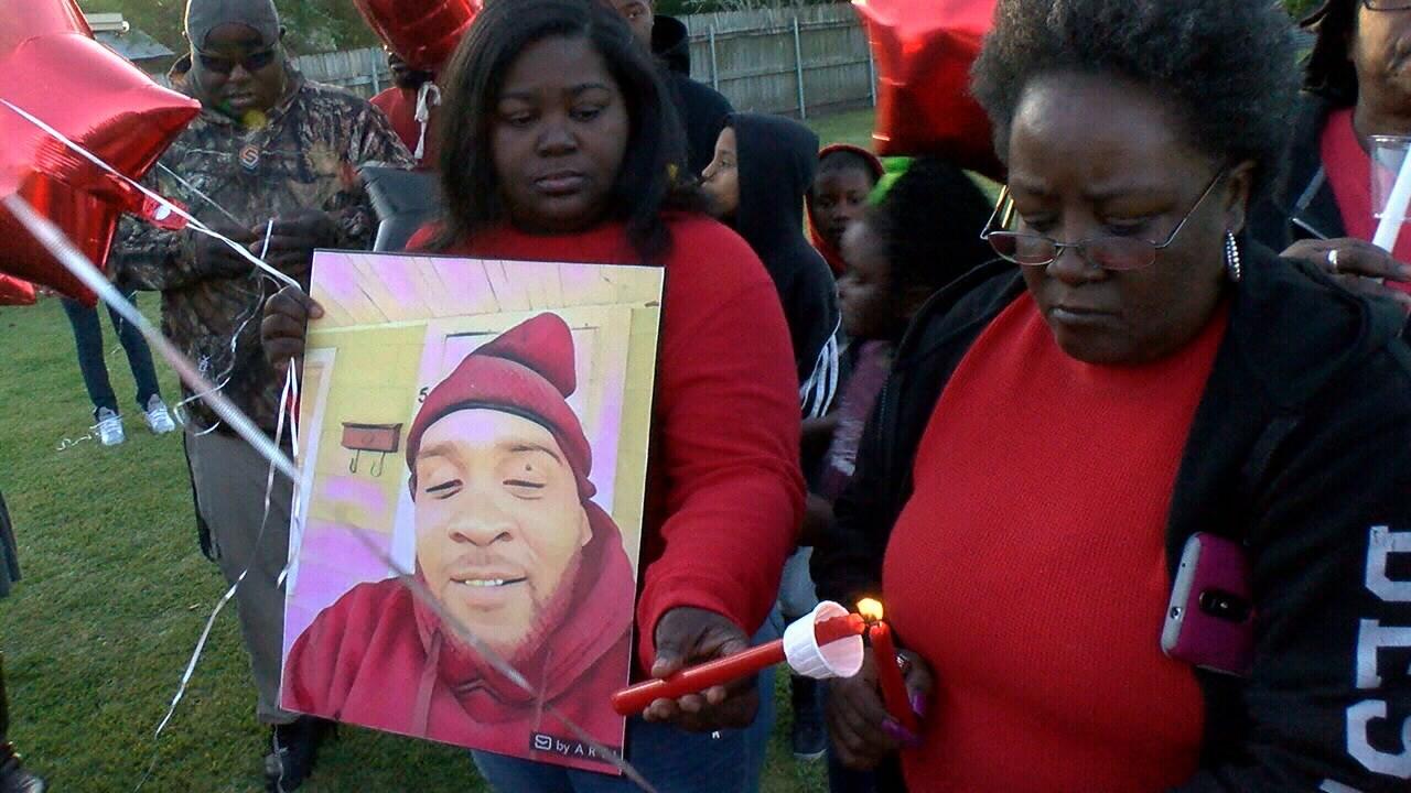 Davon Thompson's family gather for vigil / KATC