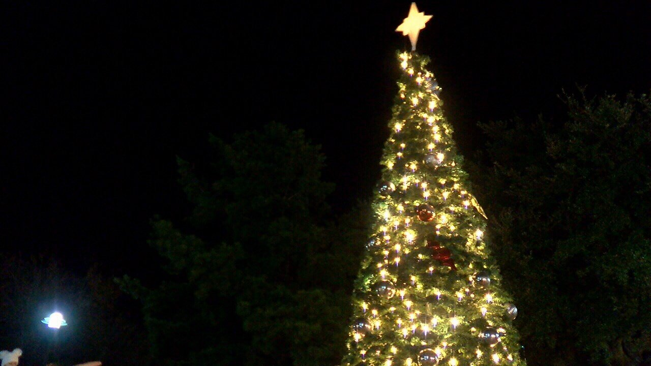 Christmas Tree lighting in Downtown Lafayette / KATC