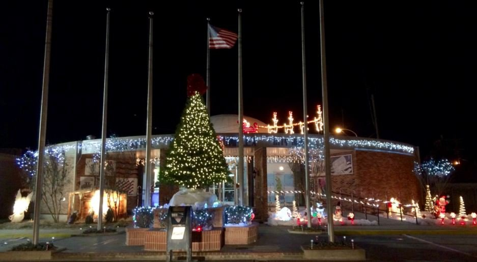 Christmas tree lighting in Erath / KATC