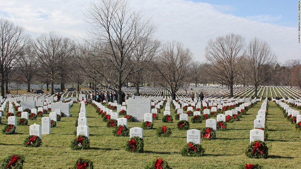 Large group of volunteers place wreaths at Arlington / Courtesy: CNN