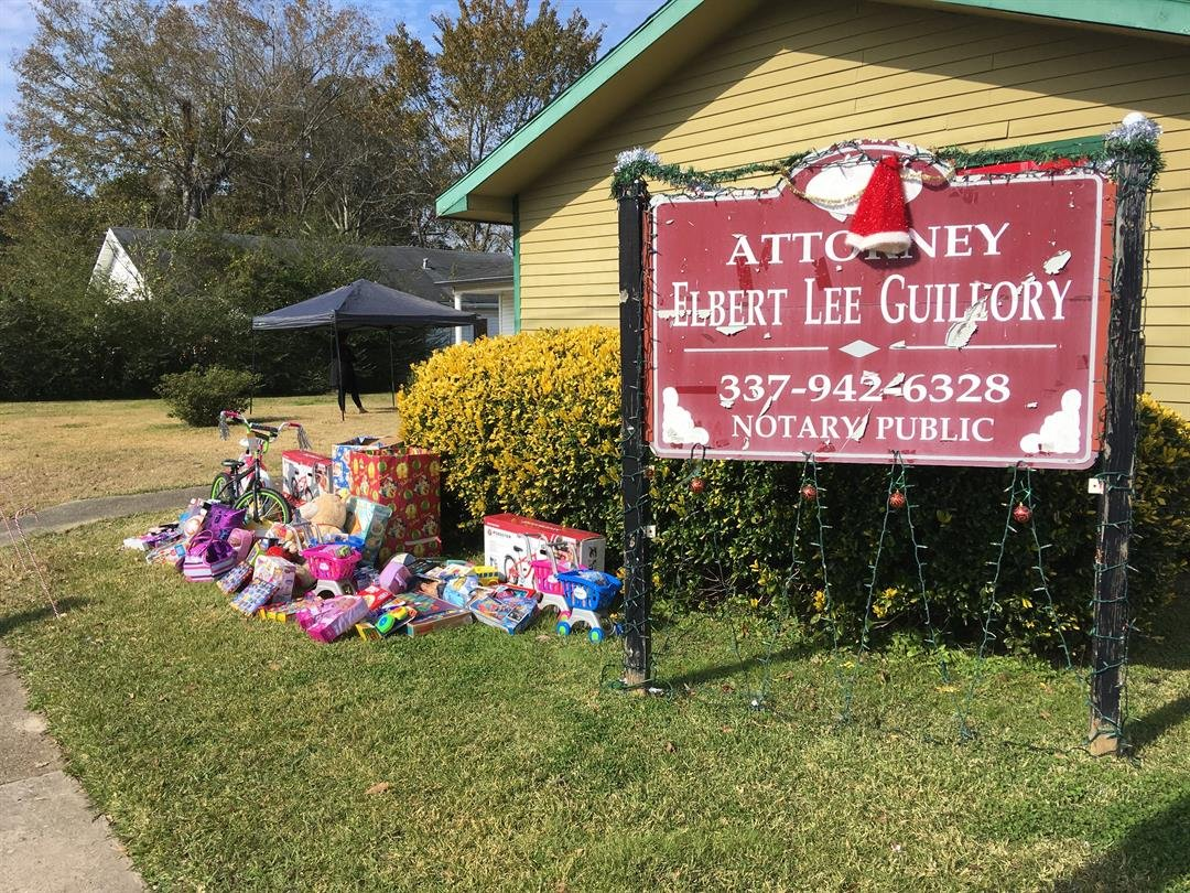 Opelousas law office provides presents for kids in need / KATC