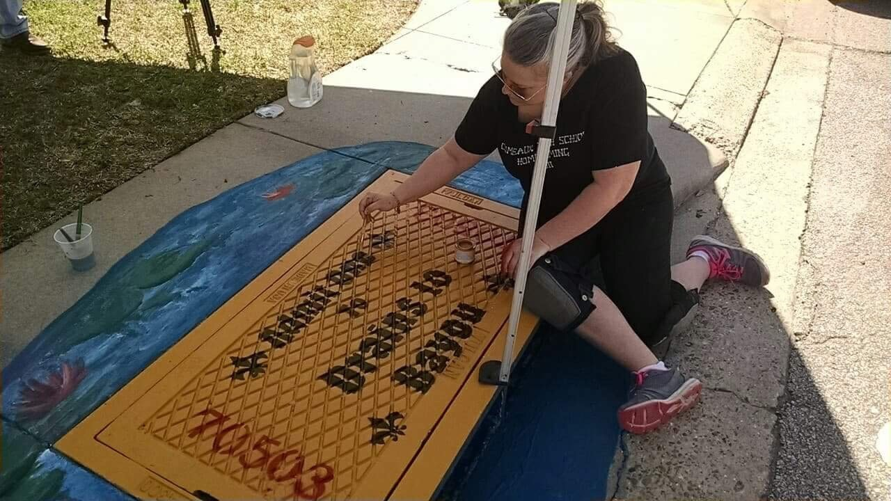 Today, Simone McCrocklin, a local artist and teacher at Comeaux High School, painted the first storm drain near Lafayette General Medical Center / KATC