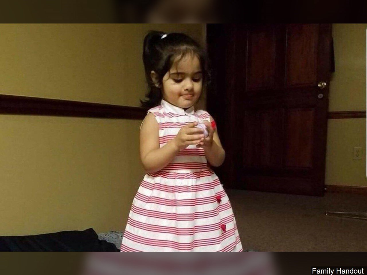 Girl, 2, dies after Payless store mirror falls on her, officials say