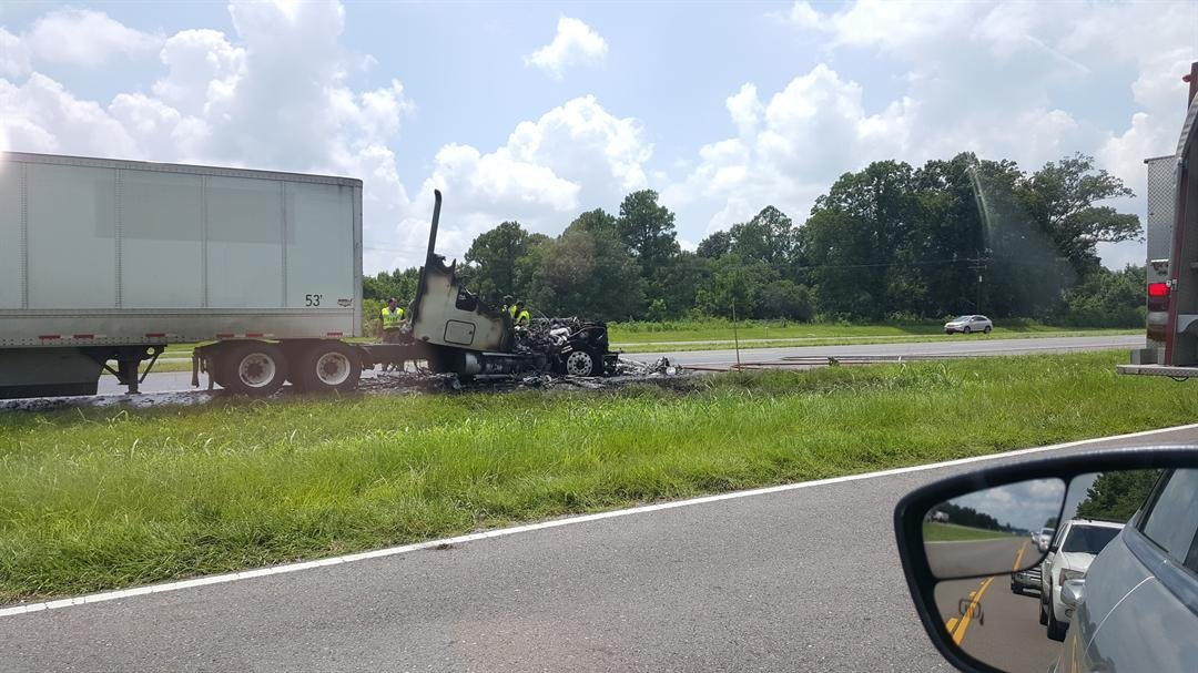 18-wheeler fire I-49 north / Brandon Hebert