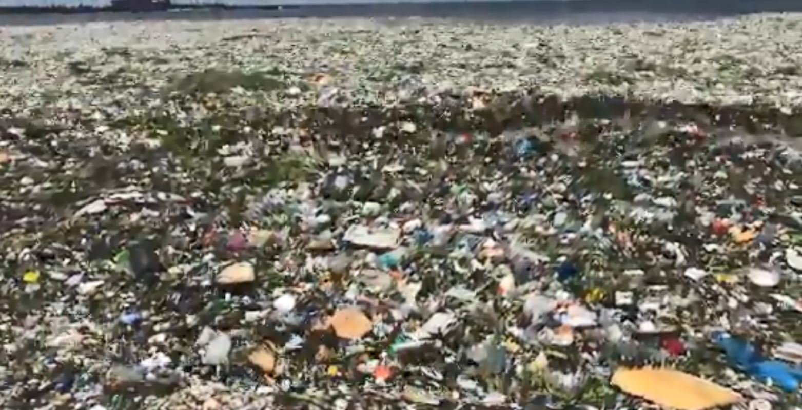 Waves of garbage wash up in Dominican Republic