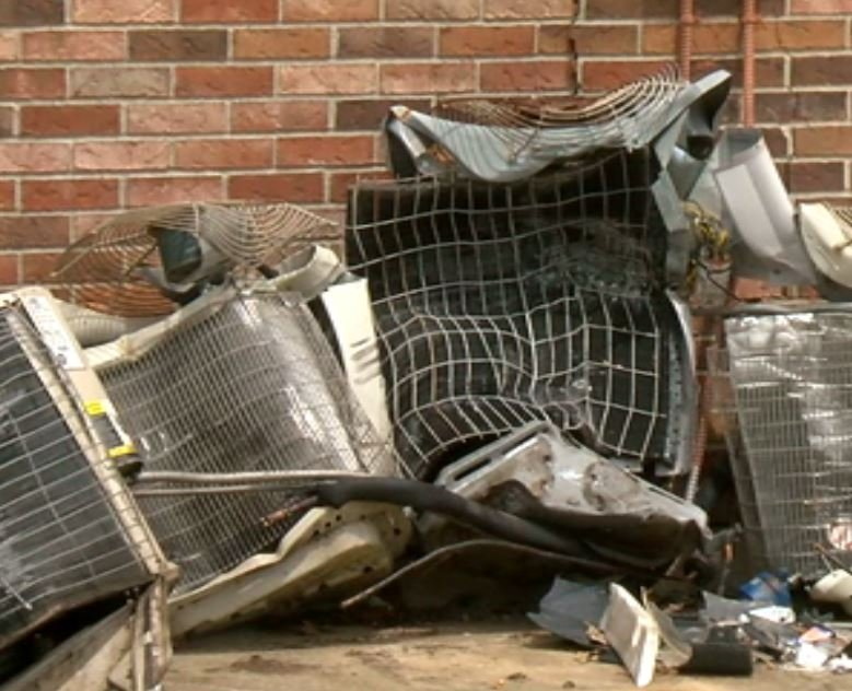 Reckless Crash Causes Major Damage To Apartment Building Katc